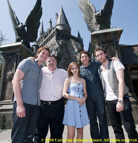 Video: Film Stars Tour Wizarding World of Harry Potter