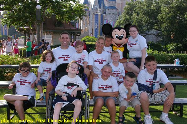 Retired NFL QB Kurt Warner Hosts Wish Families at Disney World