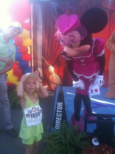 DL 5K Minnie Congratulates Zoe