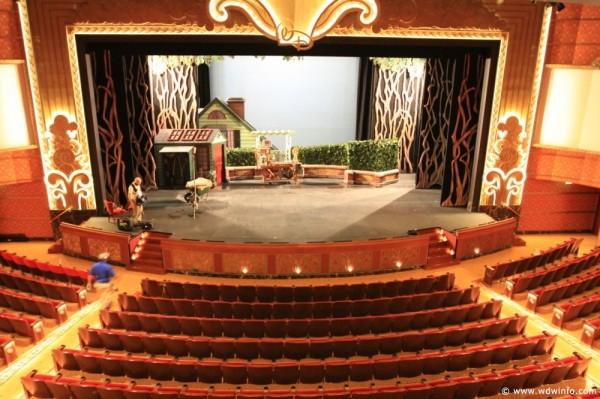 Walt-Disney-Theatre-10