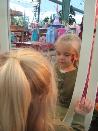 DL Princess Fantasy Faire facepainting/Shop