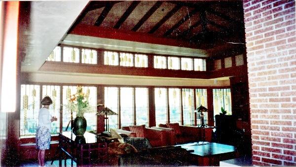 DL GCH Frank Lloyd Wright Suite Windows 1