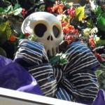 DL Haunted Mansion Holiday Skull Decor