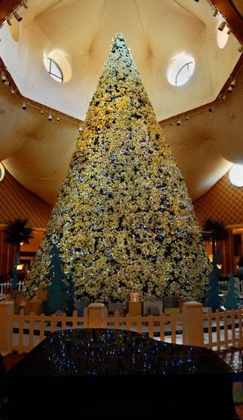 Dolphin_Christmas_Tree_2009_JCB_0390