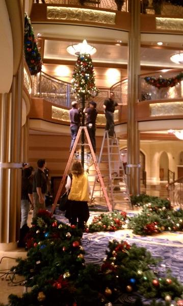 """Sneak Peek!  """"DREAM-y"""" Holidays Arrive at Disney Cruise Line!"""