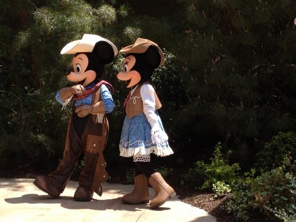DL Big Thunder Jamboree Mickey and Minnie
