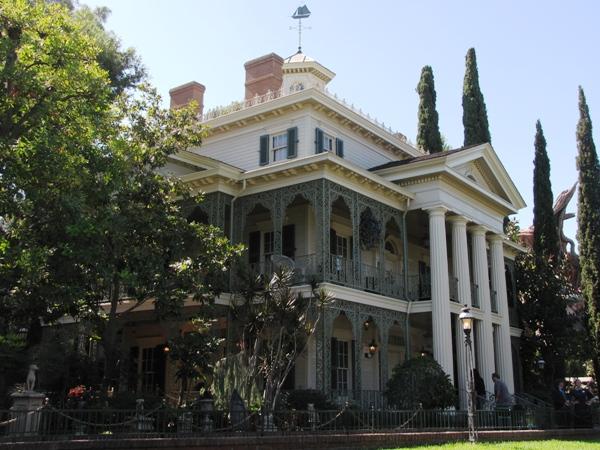 Building the Haunted Mansion at Disneyland