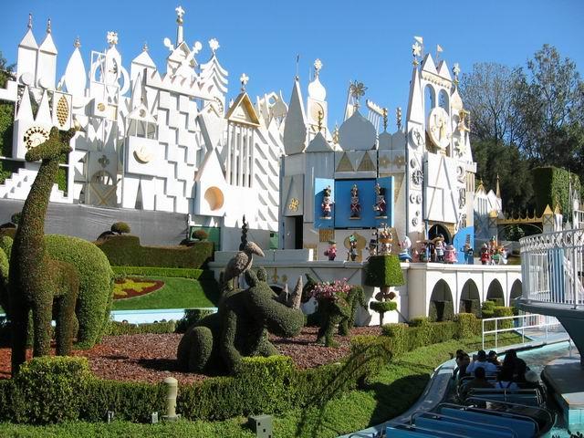 Disneyland_WaltsFootsteps_SmallWorld