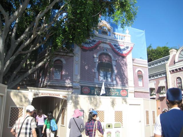 Disneyland_WaltsFootsteps_WaltsAptOut